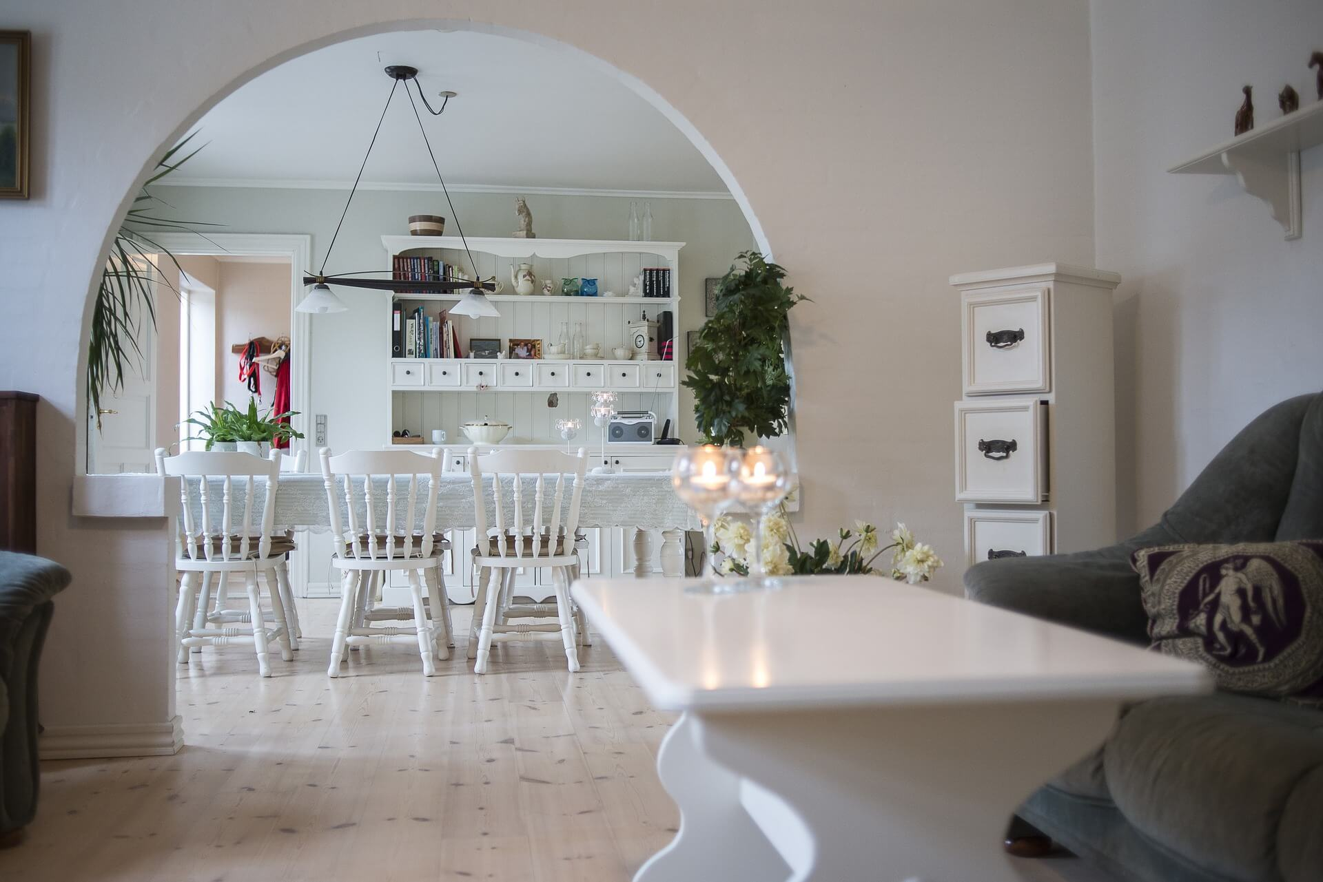Kunststof meubels in huis