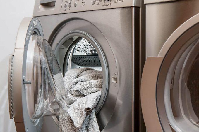 De droger en wasmachine kun je makkelijk in een kast opbergen