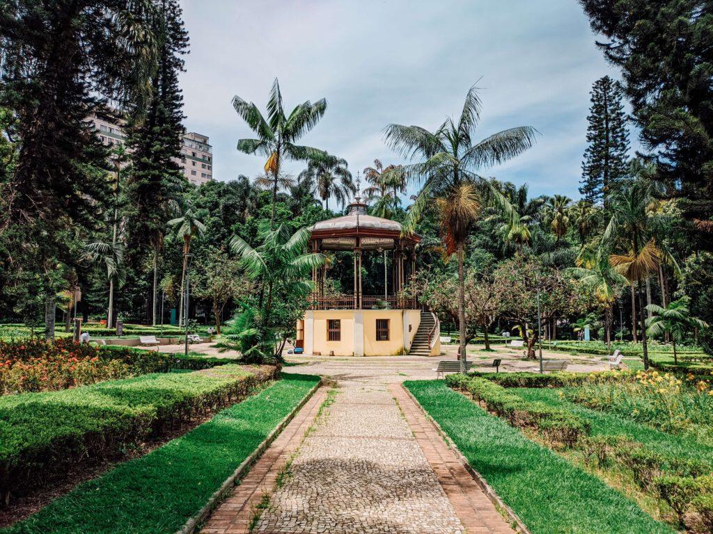 tuinhuisje in tuin