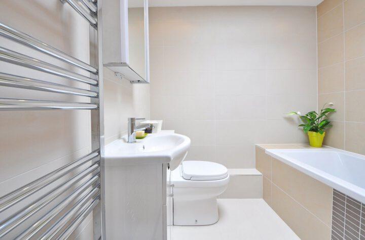 spiegel in badkamer plaatsen